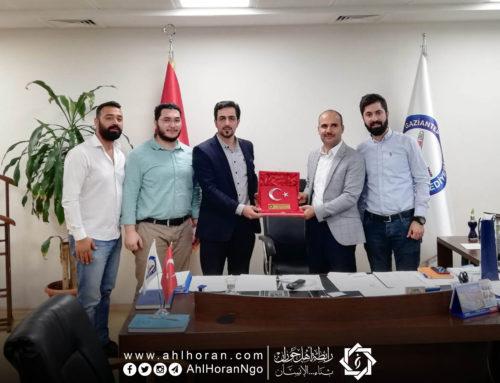 رابطة أهل حوران تستلم درع شكر وتقدير من بلدية غازي عنتاب